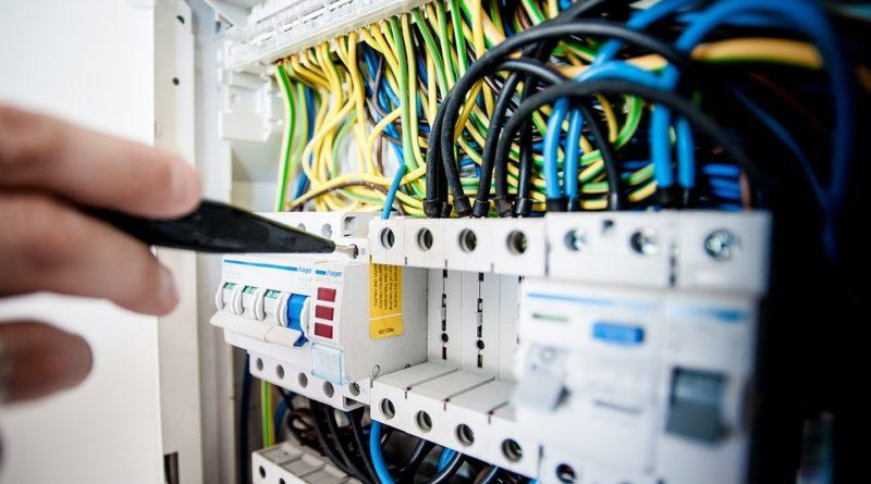 Pourquoi est-il important d'entretenir l'installation électrique de sa maison?