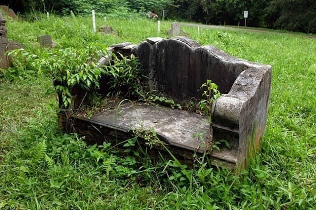 À Savoir sur les bancs et les monuments funéraires