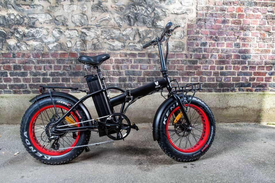 École de Fat Bike: Apprendre à connaître les GRANDES roues et pneus